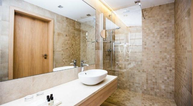 Jakie inspiracje znajdziesz w salonie z łazienkami?
