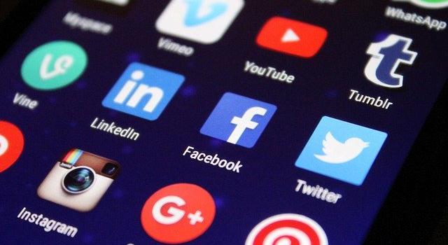 Jak reagować na opinie w sieci? Marketing w social mediach